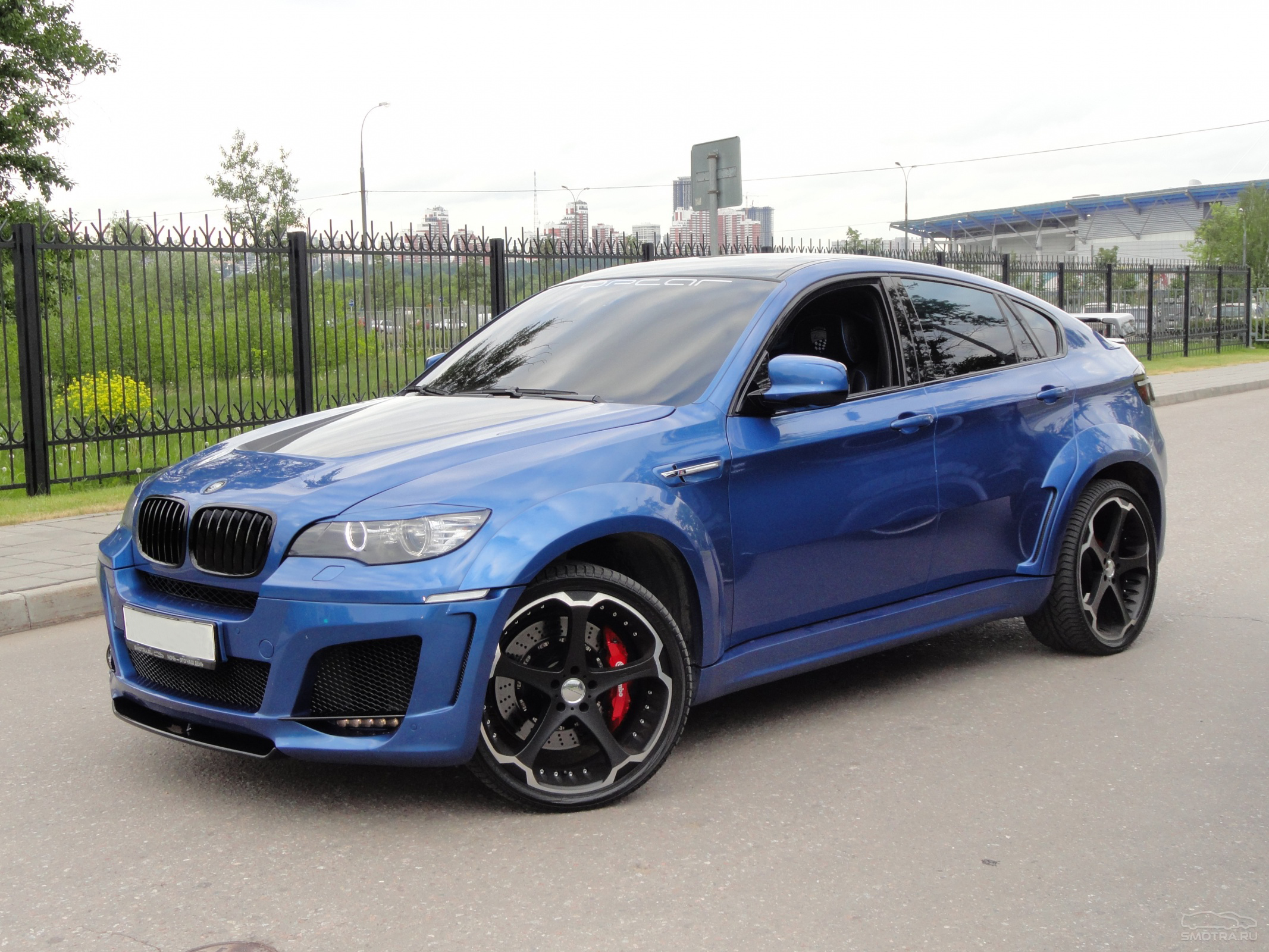 Giovanna Dalar-5 on BMW X6M